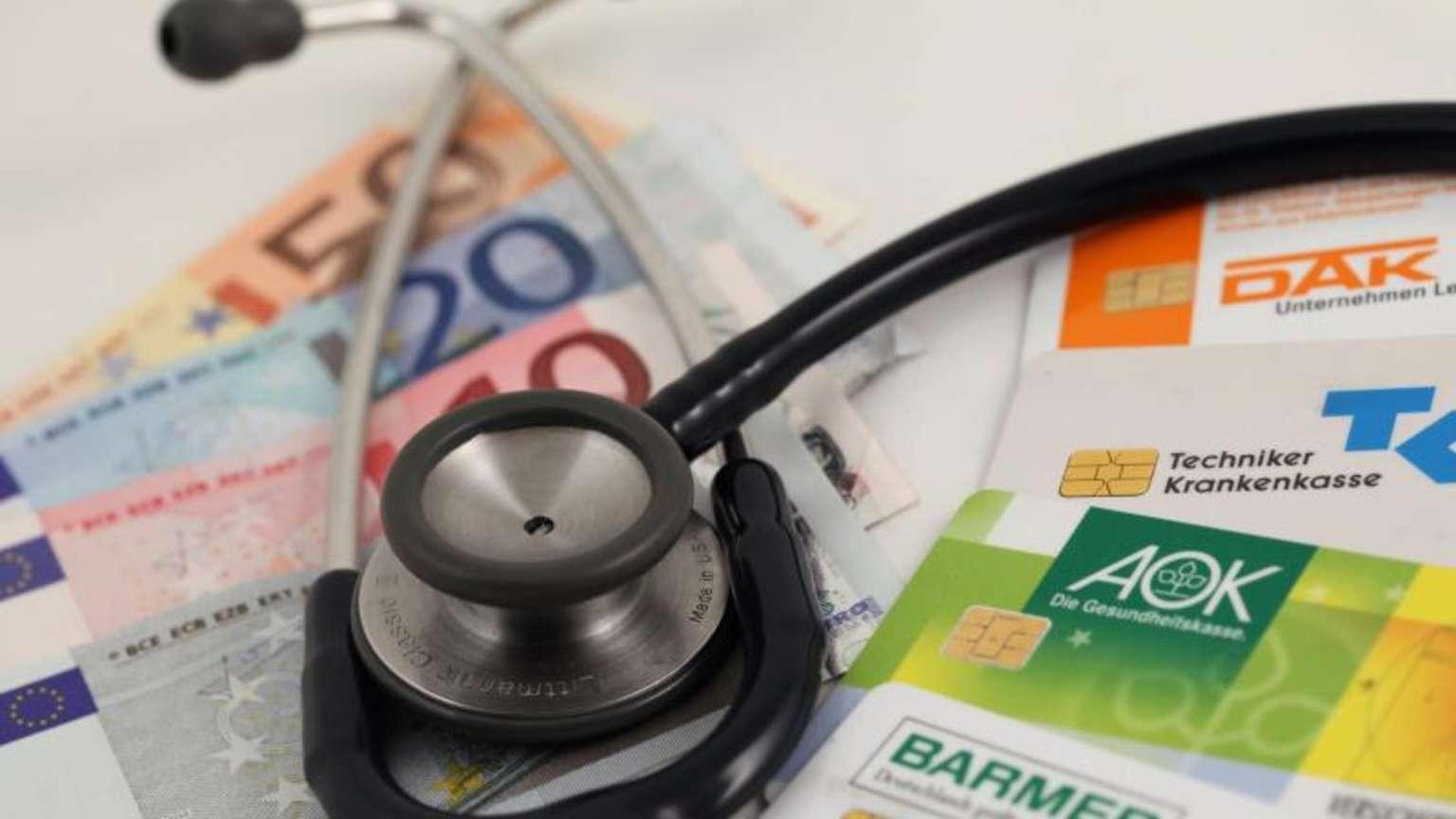 Höhere Beiträge ab 2021: Diese Krankenkassen werden teurer ...