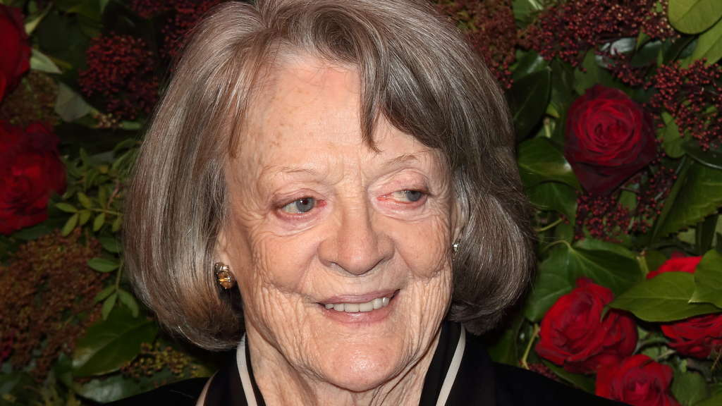 Dame Maggie Smith nimmt im November 2020 an der 65. Ausgabe der Evening Standard Theatre Awards im London Coliseum teil.